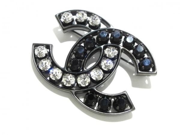 CHANEL(シャネル) ブローチ美品  金属素材×ラインストーン 黒×クリア ココマーク