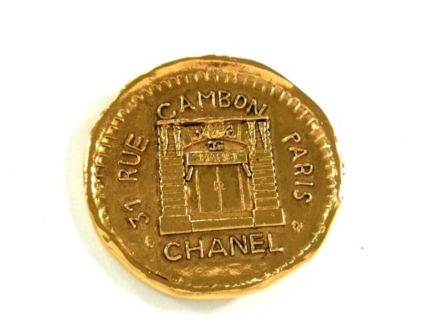 CHANEL(シャネル) ブローチ美品  金属素材 ゴールド コイン