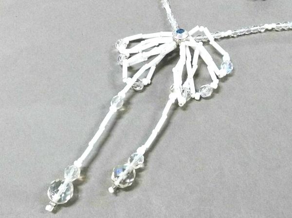レリアン ネックレス美品  プラスチック×ラインストーン 白×クリア ビーズ/リボン
