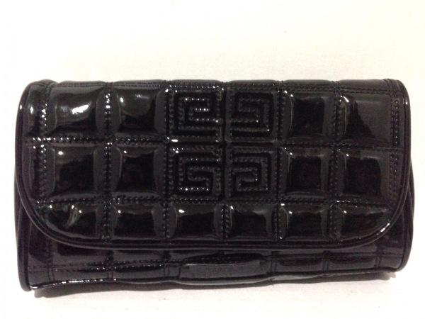 ジバンシーパフューム クラッチバッグ美品  黒 キルティング エナメル(合皮)