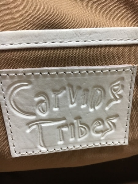 Carving Tribes(カービングトライブス) トートバッグ 白 型押し加工 レザー