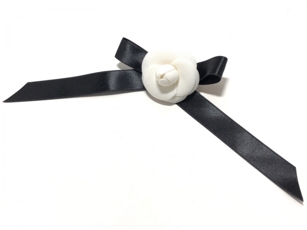 Rene(ルネ) ブローチ 化学繊維 アイボリー×黒 フラワー