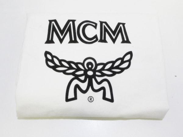 MCM(エムシーエム) リュックサック アイボリー×黒 スタッズ 合皮