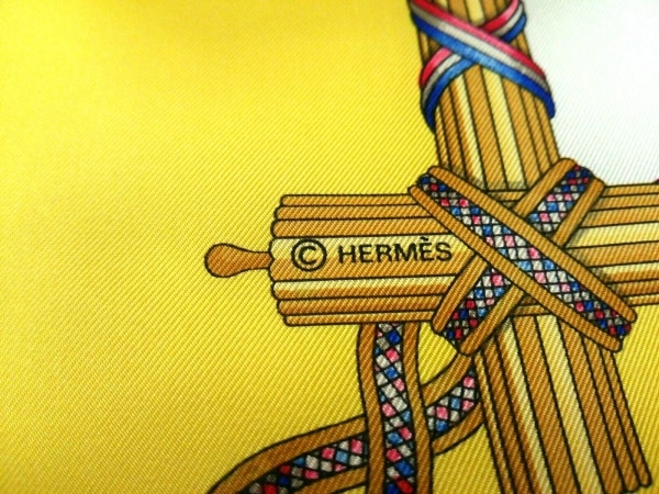 HERMES(エルメス) スカーフ美品  カレ イエロー×マルチ