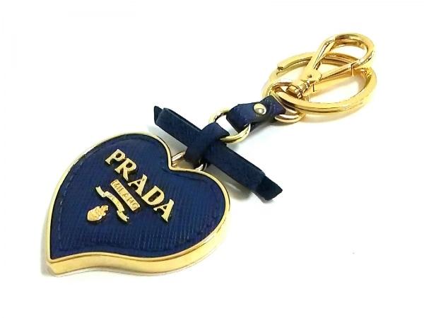 PRADA(プラダ) キーホルダー(チャーム)美品  ゴールド×ネイビー ハート/リボン