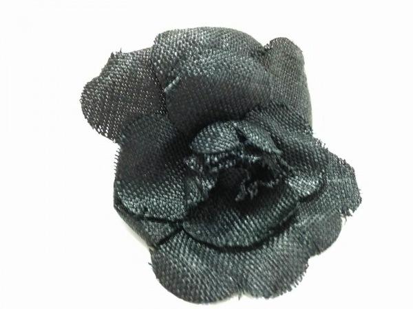 CHANEL(シャネル) ブローチ美品  化学繊維×金属素材 黒 カメリア