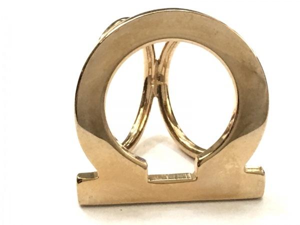 サルバトーレフェラガモ スカーフリング美品  ガンチーニ 金属素材 ゴールド