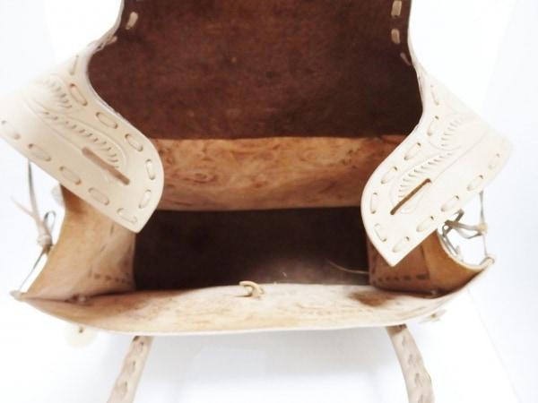 Carving Tribes(カービングトライブス) ハンドバッグ ベージュ 型押し加工 レザー