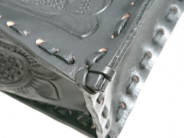 Carving Tribes(カービングトライブス) ハンドバッグ美品  黒 型押し加工 レザー