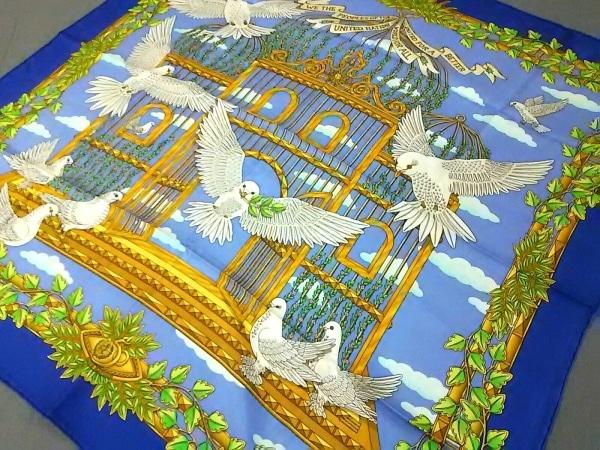 エルメス スカーフ美品  カレ ブルー×ダークネイビー×マルチ UNITED NATIONS/鳩柄