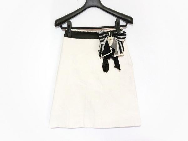 モスキーノ チープ&シック スカート レディース美品  アイボリー×黒 リボン