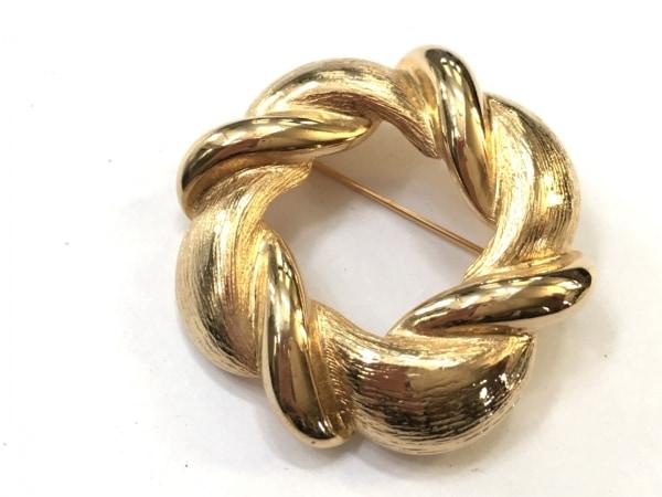 Leilian(レリアン) ブローチ美品  金属素材 ゴールド