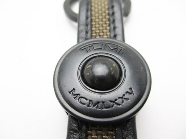 トゥミ キーホルダー(チャーム) 黒×ダークブラウン 金属素材×TUMIナイロン×レザー