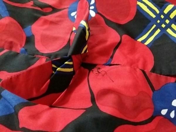 MARNI(マルニ) ワンピース レディース 黒×レッド×マルチ 花柄