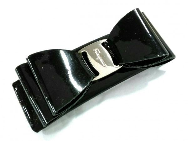 サルバトーレフェラガモ バレッタ美品  ヴァラ エナメル(レザー)×金属素材 リボン
