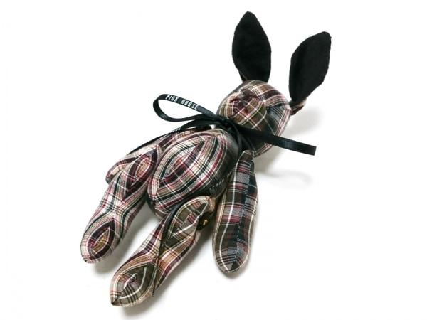ピンクハウス ブローチ美品  コットン 白×ダークブラウン×マルチ ウサギ/チェック柄