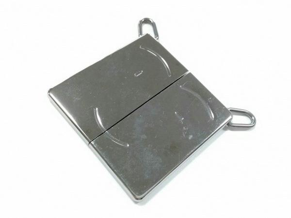 HERMES(エルメス) ペンダントトップ美品  シンボル 金属素材 シルバー ペア