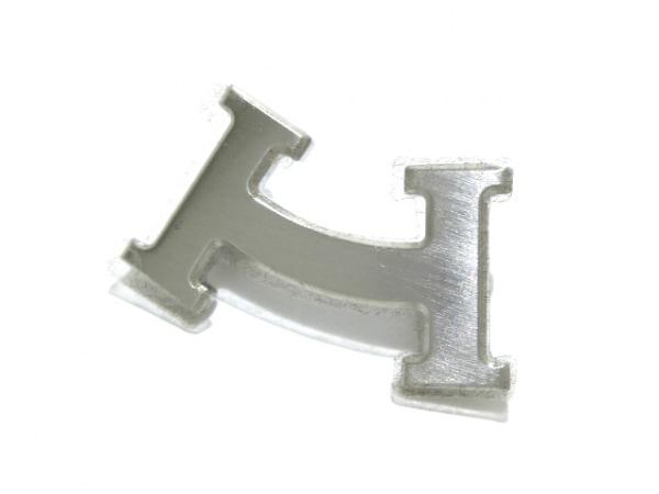 HERMES(エルメス) ブローチ新品同様  スマイル 金属素材 シルバー Hモチーフ