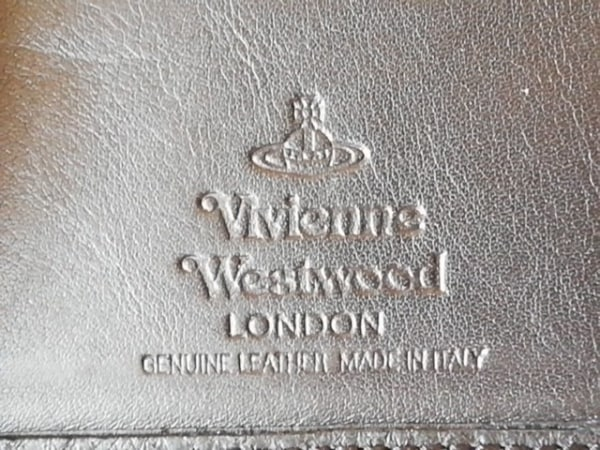 VivienneWestwood(ヴィヴィアンウエストウッド) パスケース 黒 型押し加工 レザー