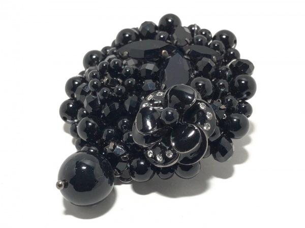 トゥービーシック ブローチ プラスチック×金属素材×カラーストーン 黒×クリア