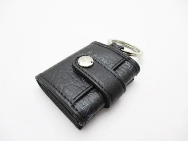 MCM(エムシーエム) キーホルダー(チャーム)美品  黒 フォトケース 合皮