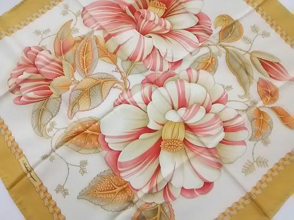 サルバトーレフェラガモ スカーフ イエロー×白×マルチ フラワー