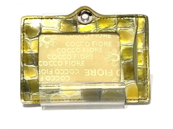 COCCO FIORE(コッコフィオーレ) パスケース グリーン×イエロー×マルチ 型押し加工
