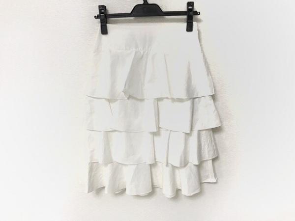 フェンディ スカート サイズ36 S レディース美品  - FQ7064 白 ひざ丈/ティアード