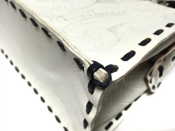 Carving Tribes(カービングトライブス) ハンドバッグ 白×黒 型押し加工 レザー