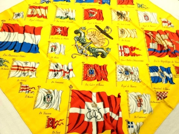 HERMES(エルメス) スカーフ美品  カレ イエロー×マルチ PAVOIS(船旗)