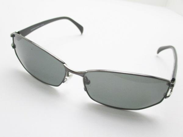 キャサリンハムネット サングラス 黒×ダークグレー プラスチック×金属素材