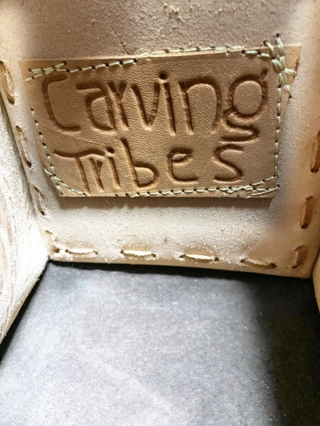 カービングトライブス ハンドバッグ ブラウン×ベージュ×グレー 型押し加工 レザー