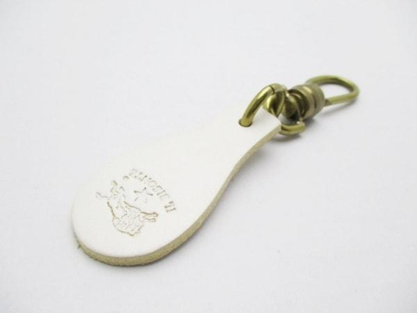 イルビゾンテ キーホルダー(チャーム)美品  白×ゴールド レザー×金属素材
