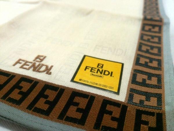 FENDI(フェンディ) ハンカチ新品同様  アイボリー×ブラウン×マルチ