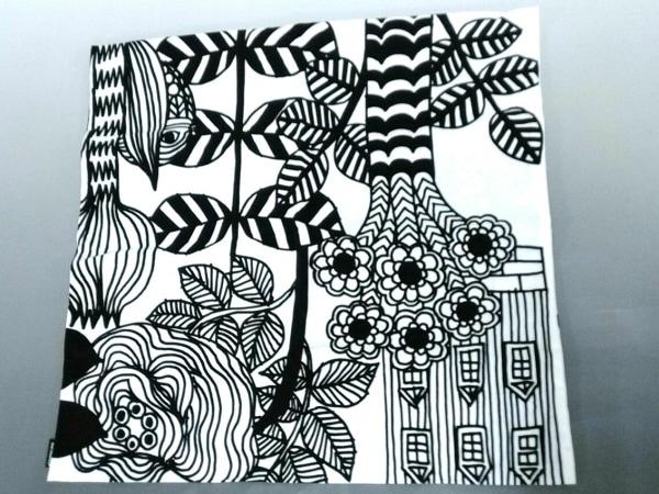 マリメッコ 小物美品  黒×白×ピンク フラワー/クッションカバー コットン