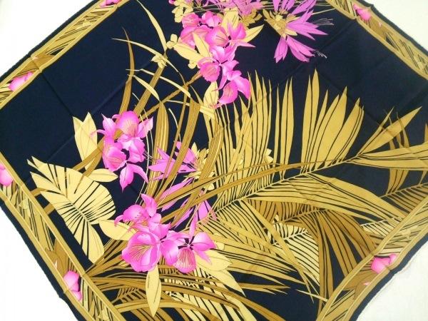 LEONARD(レオナール) スカーフ美品  ゴールド×ネイビー×マルチ 花柄
