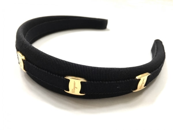 サルバトーレフェラガモ カチューシャ ヴァラ 化学繊維×金属素材 黒×ゴールド