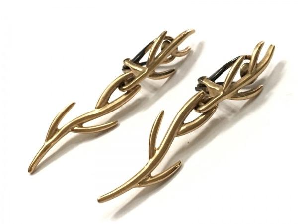 JOAQUIN BERAO(ホアキンベラオ) イヤリング 金属素材 ゴールド