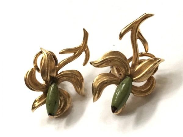JOAQUIN BERAO(ホアキンベラオ) イヤリング 金属素材 ゴールド×ライトグリーン
