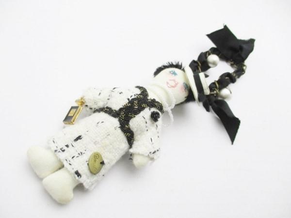 Demodee(デモデ) キーホルダー(チャーム) アイボリー×黒×マルチ フェイクパール