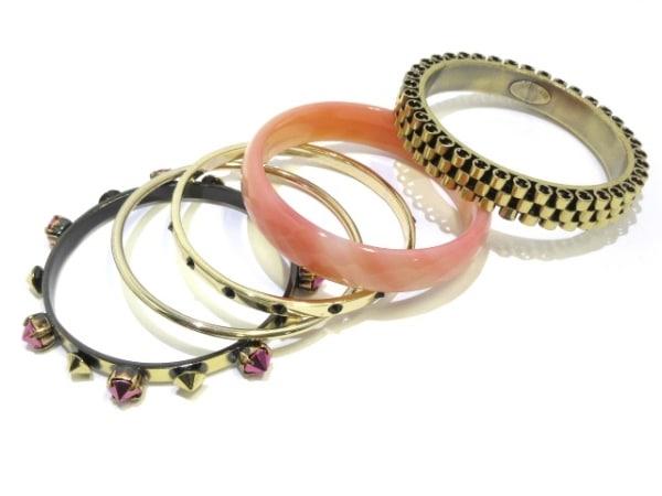 イオッセリアーニ バングル美品  金属素材×ラインストーン ゴールド×ピンク
