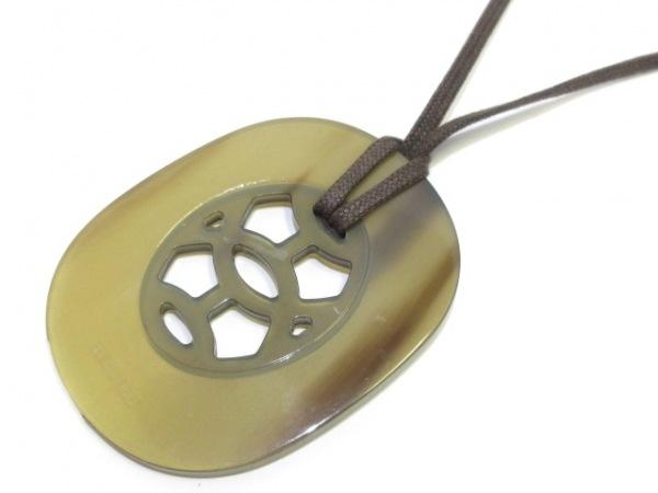 HERMES(エルメス) ネックレス - プラスチック ゴールド×カーキ