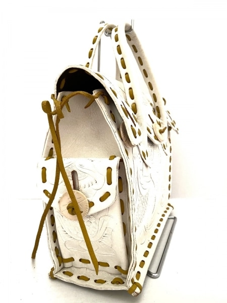 カービングトライブス ハンドバッグ 白×マスタードイエロー 型押し加工 レザー