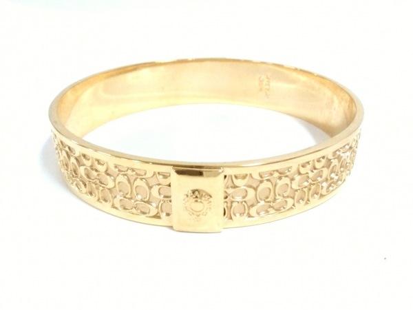 COACH(コーチ) バングル美品  ミニシグネチャー柄 金属素材 ゴールド
