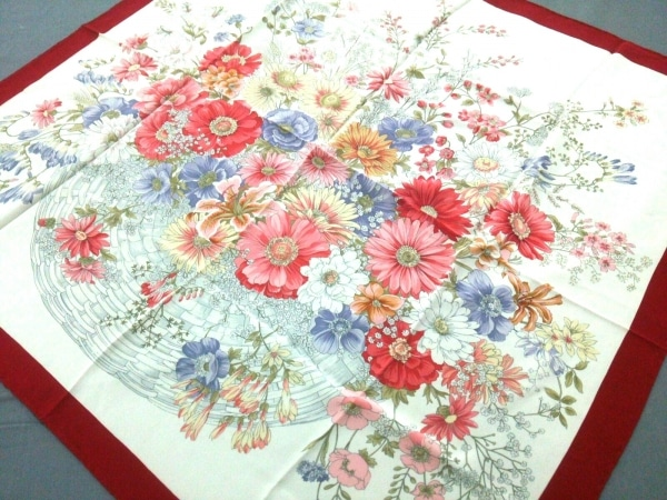 ChristianDior(クリスチャンディオール) スカーフ 白×ボルドー×マルチ 花柄