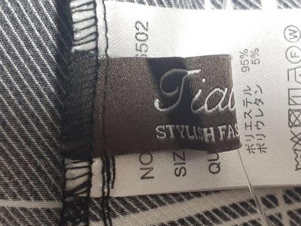 Tiaclasse(ティアクラッセ) 七分袖カットソー サイズM レディース新品同様  黒×白