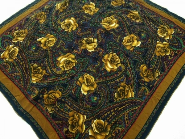 YvesSaintLaurent(イヴサンローラン) スカーフ美品  黒×ブラウン×マルチ 花柄