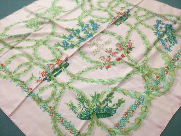 HERMES(エルメス) スカーフ美品  カレ ピンク×グリーン×マルチ