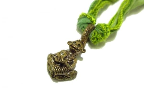キャサリンミッシェル ネックレス美品  金属素材×シルク ゴールド×グリーン