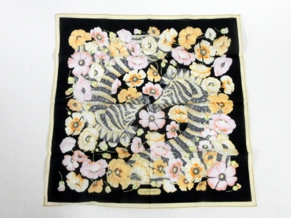 サルバトーレフェラガモ ハンカチ新品同様  黒×マルチ 花柄 2
